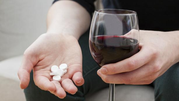 La Isotretinoína Incompatible Con La Ingesta De Alcohol