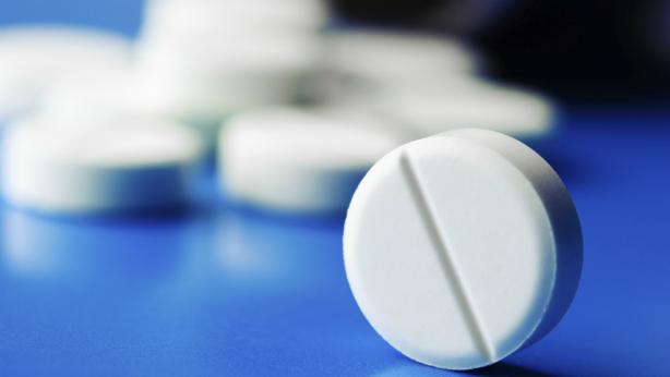 ¿El gel de ibuprofeno contiene diclofenaco?